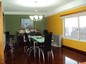 Apartamento En Venta En Maracaibo, La Lago, Venezuela, VE RAH: 15-8314