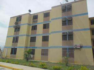 Apartamento En Venta En Municipio Los Guayos, Paraparal, Venezuela, VE RAH: 15-8357