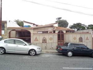 Casa En Venta En Los Teques, San Homero, Venezuela, VE RAH: 15-8381