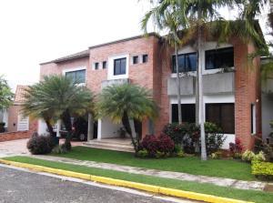 Casa En Venta En Valencia, Guataparo, Venezuela, VE RAH: 15-8442