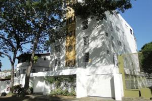Apartamento En Venta En Caracas, Los Naranjos De Las Mercedes, Venezuela, VE RAH: 15-8543