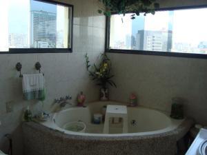 En Venta En Caracas - Bello Monte Código FLEX: 15-8576 No.14