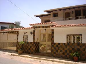 Casa En Venta En Caracas, Colinas De Santa Monica, Venezuela, VE RAH: 15-8662