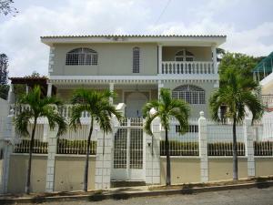 Casa En Ventaen Parroquia Caraballeda, Palmar Este, Venezuela, VE RAH: 15-8676