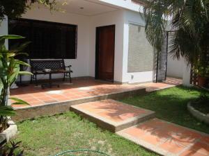 Casa En Venta En Maracaibo, Santa Rita, Venezuela, VE RAH: 15-8695