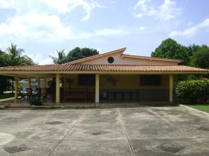 Casa En Venta En Valencia, Safari Country Club, Venezuela, VE RAH: 15-8704