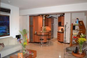 Apartamento En Venta En Caracas - Campo Alegre Código FLEX: 15-8800 No.1