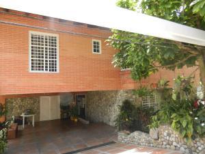Casa En Venta En Caracas, Alto Hatillo, Venezuela, VE RAH: 15-6177