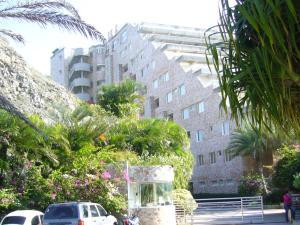 Apartamento En Venta En Margarita, El Morro, Venezuela, VE RAH: 15-9012