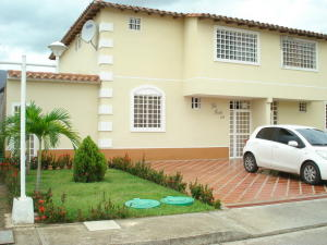 Casa En Venta En Guarenas, Terraza I Buenaventura, Venezuela, VE RAH: 14-6948