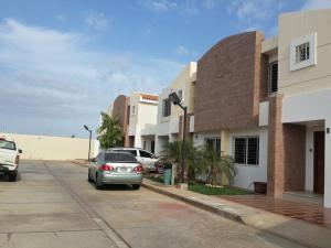 Townhouse En Venta En Maracaibo, Doral Norte, Venezuela, VE RAH: 15-9081