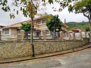Casa En Venta En Caracas, La Trinidad, Venezuela, VE RAH: 15-9125