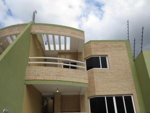 Townhouse En Venta En Maracay, El Limon, Venezuela, VE RAH: 15-9221