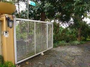 Terreno En Ventaen Caracas, Los Guayabitos, Venezuela, VE RAH: 15-9146
