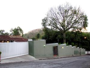 Casa En Venta En Caracas, La Lagunita Country Club, Venezuela, VE RAH: 15-9170