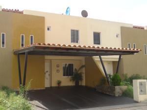 Townhouse En Venta En Valencia, San Diego, Venezuela, VE RAH: 15-9210