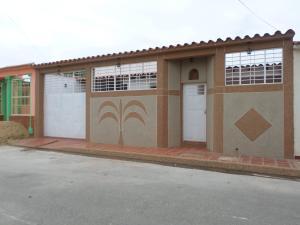 Casa En Venta En Palo Negro, Las Esmeraldas, Venezuela, VE RAH: 15-9238