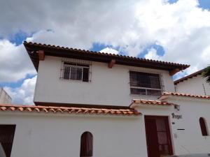 Casa En Venta En Caracas, Los Naranjos Del Cafetal, Venezuela, VE RAH: 15-9479
