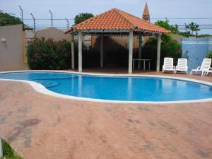 Townhouse En Venta En Maracaibo, Avenida Milagro Norte, Venezuela, VE RAH: 15-9514