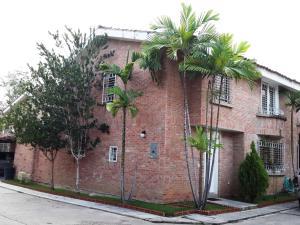Townhouse En Venta En Valencia, Guataparo, Venezuela, VE RAH: 15-9551