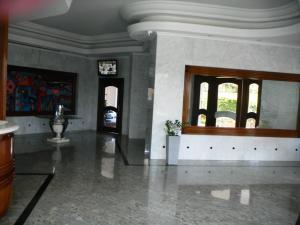 Apartamento En Venta En Maracaibo, Virginia, Venezuela, VE RAH: 15-9580