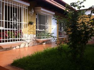 Casa En Venta En Caracas, Los Naranjos Del Cafetal, Venezuela, VE RAH: 15-9677