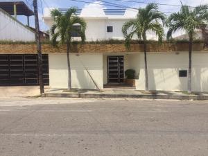 Casa En Venta En Catia La Mar, La Colina De Catia La Mar, Venezuela, VE RAH: 15-10015