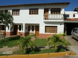 Casa En Venta En Margarita, Sector San Lorenzo, Venezuela, VE RAH: 15-10491