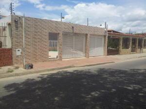 Casa En Venta En Valencia, Parque Valencia, Venezuela, VE RAH: 15-10147