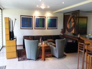 Casa En Venta En Caracas - El Cafetal Código FLEX: 15-10523 No.3