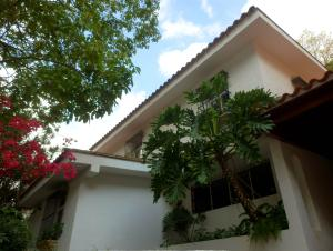 Casa En Venta En Caracas, Santa Marta, Venezuela, VE RAH: 15-10288