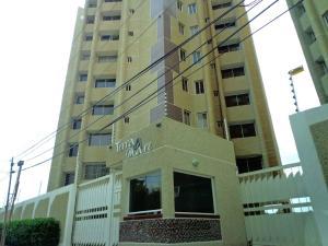 Apartamento En Venta En Maracaibo, Avenida El Milagro, Venezuela, VE RAH: 15-10500
