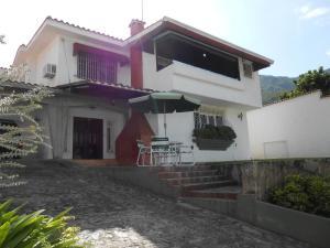 Casa En Venta En Maracay, El Castaño (Zona Privada), Venezuela, VE RAH: 15-10521