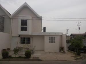Townhouse En Venta En Ciudad Ojeda, Barrio Libertad, Venezuela, VE RAH: 15-10610