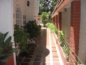 Townhouse En Venta En Maracaibo, Calle 72, Venezuela, VE RAH: 15-10648