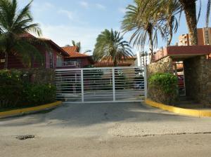 Apartamento En Venta En Margarita, Playa El Angel, Venezuela, VE RAH: 15-10659