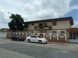 Casa En Venta En Caracas, Cumbres De Curumo, Venezuela, VE RAH: 15-10947