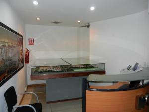Oficina En Alquiler En Caracas En Los Palos Grandes - Código: 15-11018