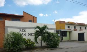 Townhouse En Ventaen Municipio San Diego, Chalet Country, Venezuela, VE RAH: 15-11069