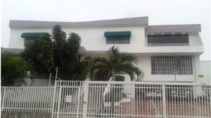 Casa En Venta En Caracas, Cumbres De Curumo, Venezuela, VE RAH: 15-11129