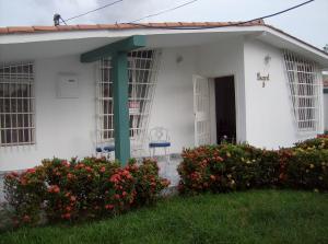 Casa En Venta En Maracay, Tiuna, Venezuela, VE RAH: 15-11182