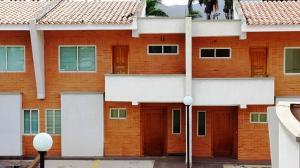 Townhouse En Venta En Valencia, Piedra Pintada, Venezuela, VE RAH: 15-11156