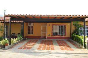 Townhouse En Venta En Municipio San Diego, Valle De Oro, Venezuela, VE RAH: 15-11223