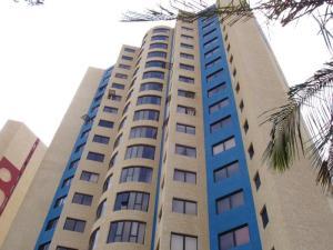 Apartamento En Venta En Maracaibo, Avenida El Milagro, Venezuela, VE RAH: 15-11304