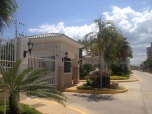 Townhouse En Venta En Maracaibo, Avenida Milagro Norte, Venezuela, VE RAH: 15-11318