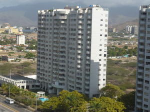 Apartamento En Venta En Margarita, Avenida Bolivar, Venezuela, VE RAH: 15-2059