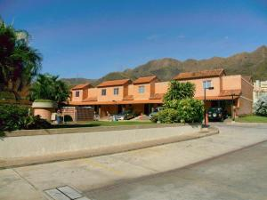 Townhouse En Venta En Valencia, Piedra Pintada, Venezuela, VE RAH: 15-996