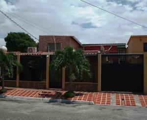 Casa En Venta En Cabudare, Parroquia José Gregorio, Venezuela, VE RAH: 15-12072