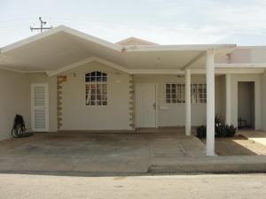Casa En Venta En Punto Fijo, Casacoima, Venezuela, VE RAH: 15-12117