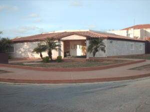 Casa En Venta En Punto Fijo, Judibana, Venezuela, VE RAH: 15-12399